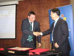 Departamento comercial de Hubei firmó acuerdo con empresarios chilenos de cara a la Expo China Central 2015