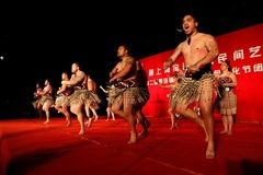La muestra más grande de arte, música y danza maorí llegó a nuestro país