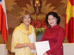 Diputada Denise Pascal se reúne con la vicepresidenta de la Asamblea Nacional de Vietnam