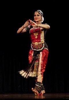 Bailarina Bharatanatyam presenta evento de danza india a beneficio de Nepal