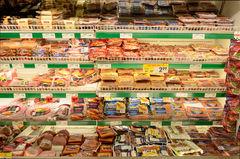 El informe que califica a las carnes procesadas como productos cancerígenos: ¿tiene impacto sobre la nueva política alimentaria en Chile?