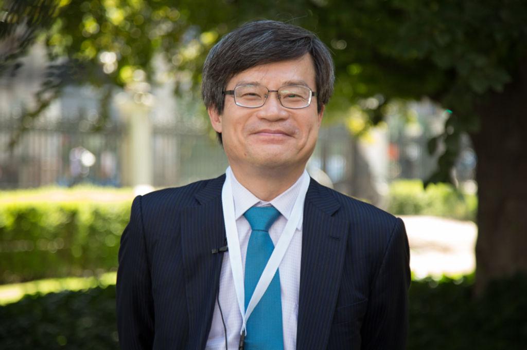 """Premio Nobel Japonés: """"Chile es el lugar para aplicar sistemas LED en paneles solares"""""""