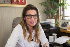 Diputada Andrea Molina analiza proyecto de ley sobre extracción de tierra de hojas