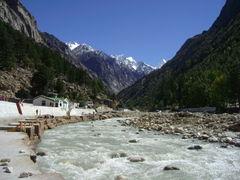 Las razones por las que un tribunal en India declaró como seres vivos a dos glaciares del Himalaya