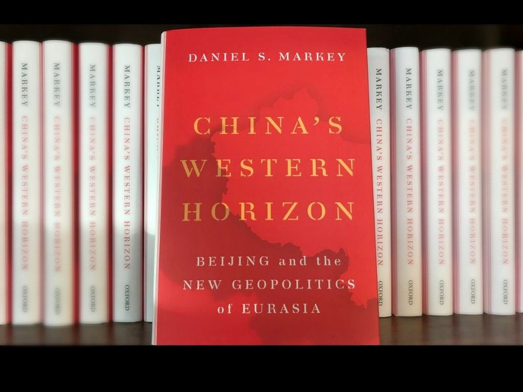 Académico norteamericano presentó su nuevo libro sobre China en conversatorio de la UDD